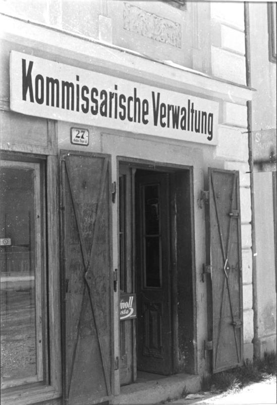 Ehemaliges jüdisches Geschäft, Schild mit der Aufschrift 'Kommissarische Verwaltung'