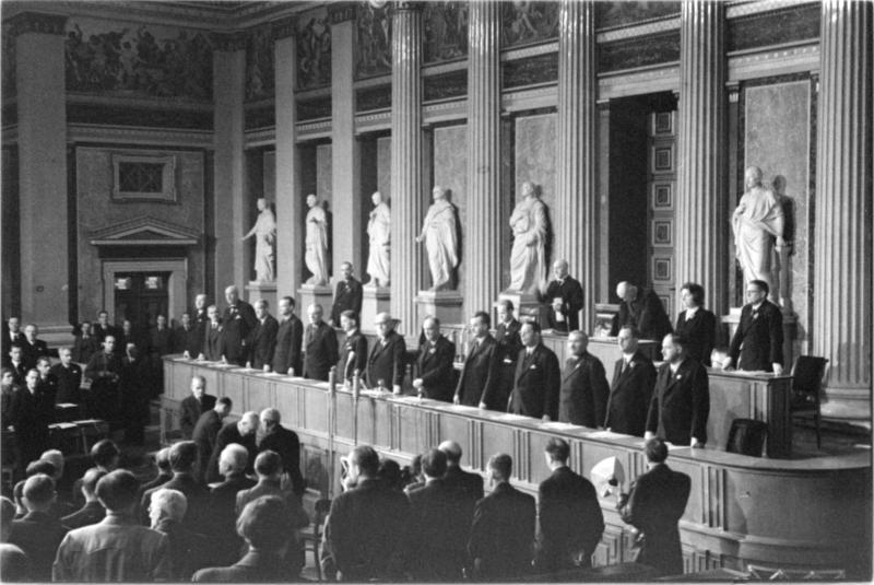 Parlamentseröffnung Dezember 1945
