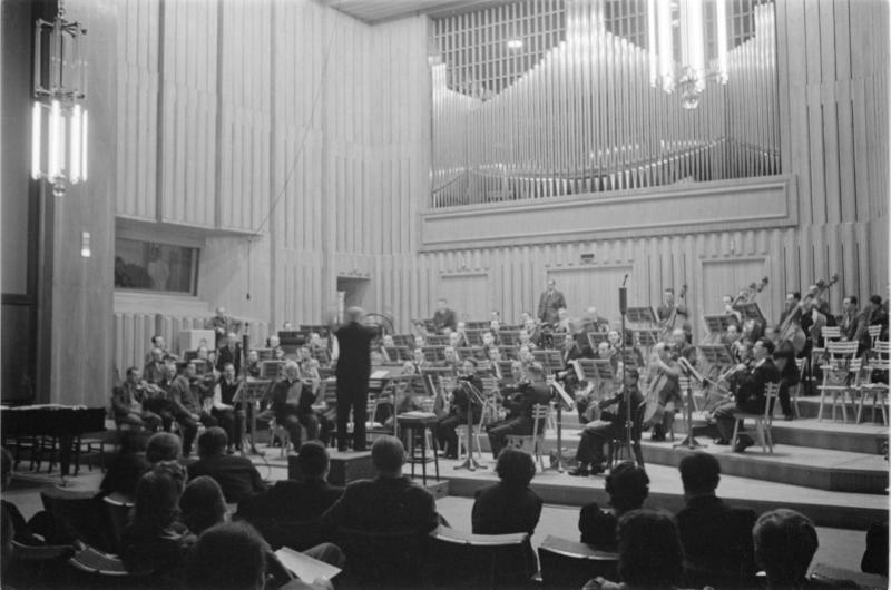 Lehar im Reichssender. Konzertsaal, Orchester, Dirigent: Franz Lehar