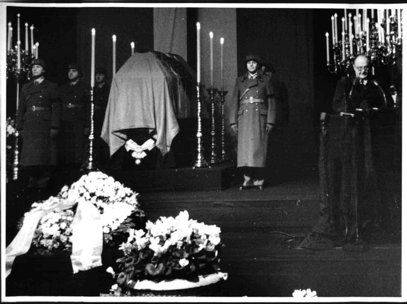 Begräbnis Körner (Kranzniederlegung)