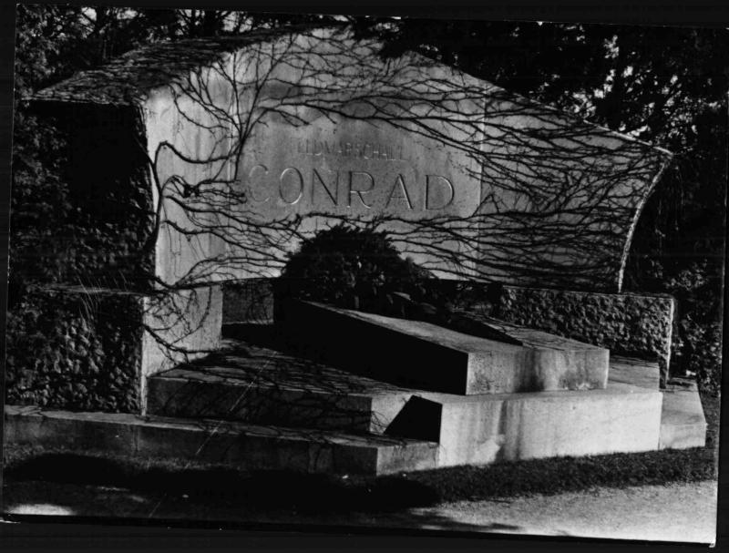 Grabmal Conrad von Hötzendorfs am Hietzinger Friedhof