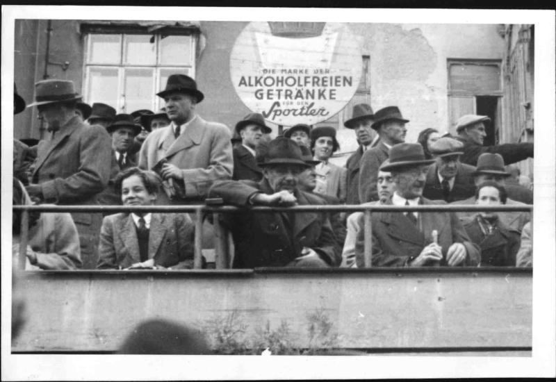 Paul Hörbiger am Wackerplatz