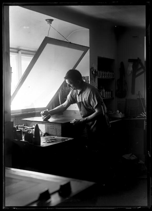 Ernst Böhm (1890-1963) bei der Arbeit