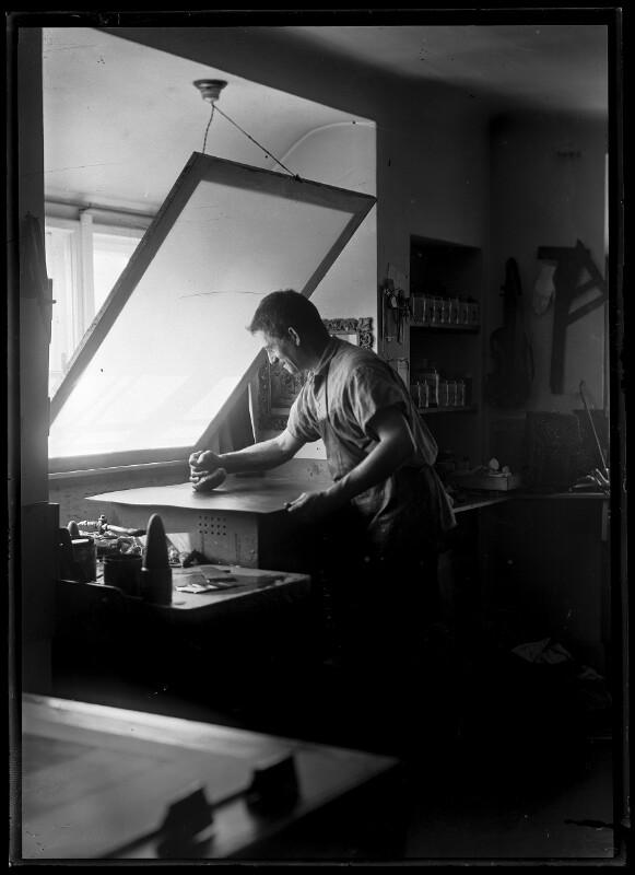 Bildnis Ernst Böhm (1890-1963) bei der Arbeit