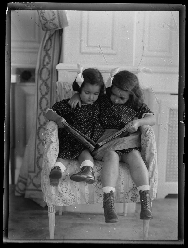 Bildnis Maria und Susanne Schmutzer als Kinder