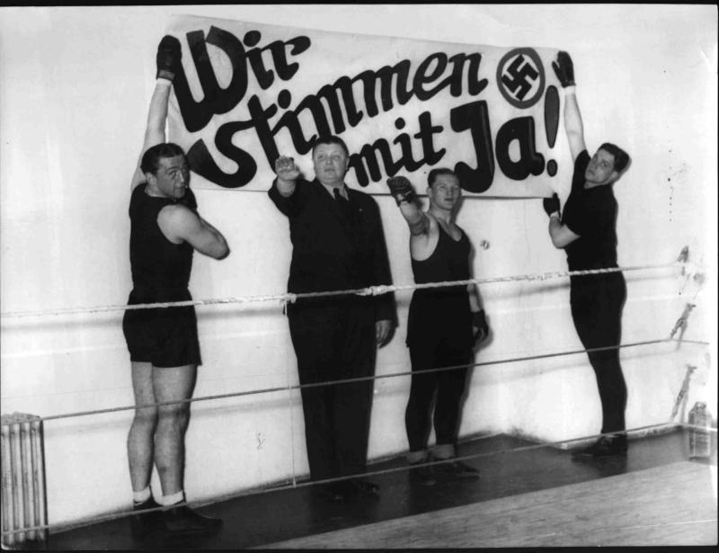 Heinz Lazek und Boxkollegen als NS-Wahlpropagandisten