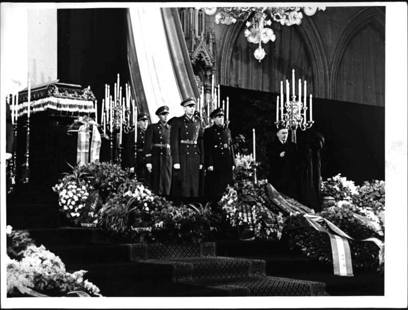 Abschied von Bundespräsident Renner