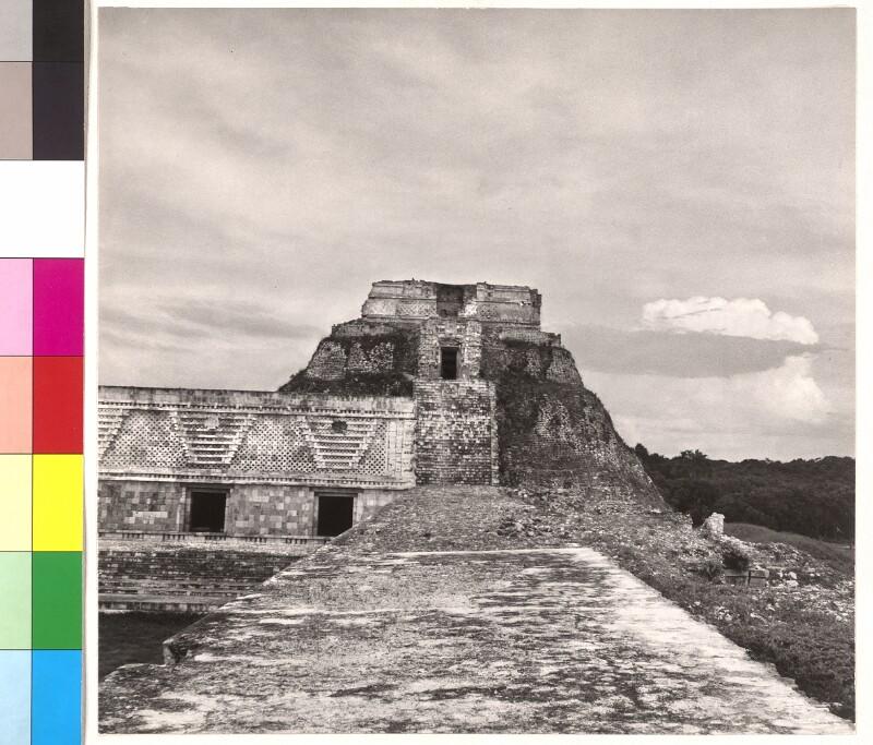 Wahrsager-Pyramide und Nonnenviereck in Uxmal, Mexiko