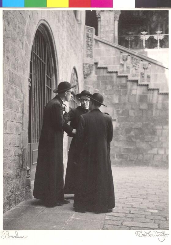 Gruppe von Geistlichen in Barcelona