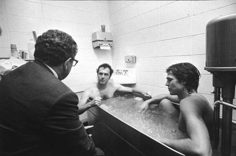 Beckenbauer in Badewanne, mit Kissinger