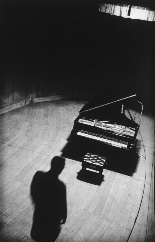 Klavier mit Silhouette von Gulda im Teatro Colon