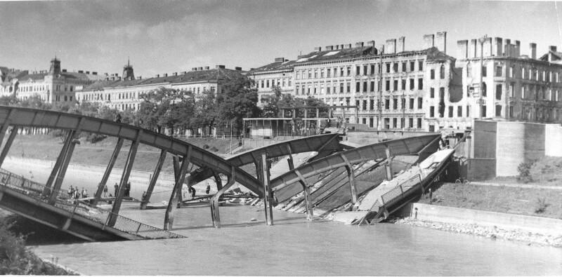Zerstörte Aspernbrücke
