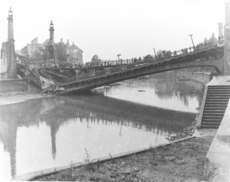 Eingestürzte Brücke über den Donaukanal