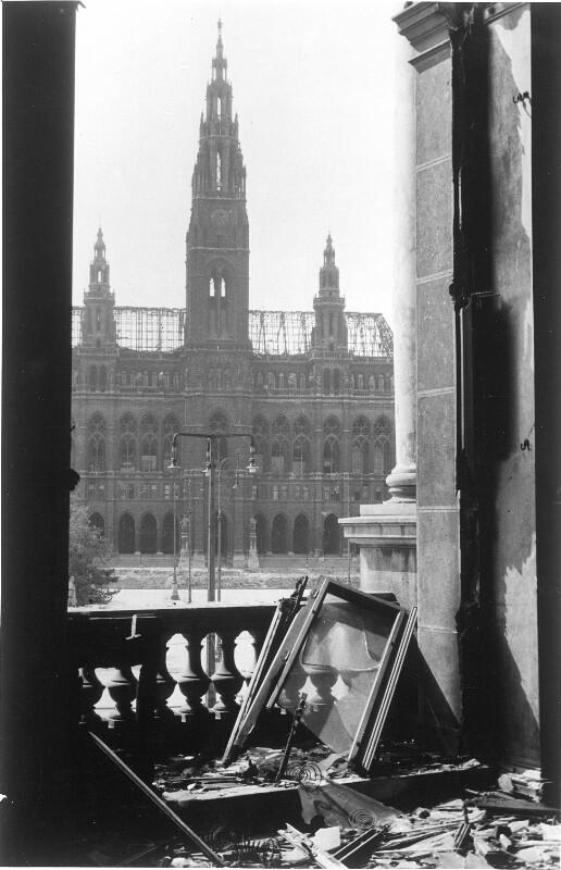 Zerstörungen am Wiener Rathaus