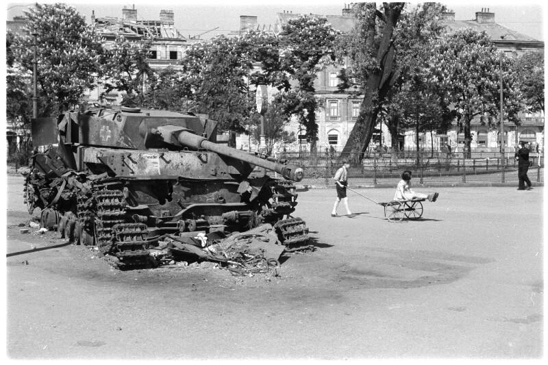 Zerstörter deutscher Panzer im Prater