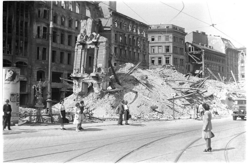 Eingestürzter Häuserblock am Schwedenplatz