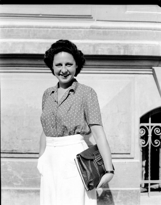 Vor dem Festspielhaus in Salzburg, 5.8.1947©Bildarchiv Austria, ÖNB