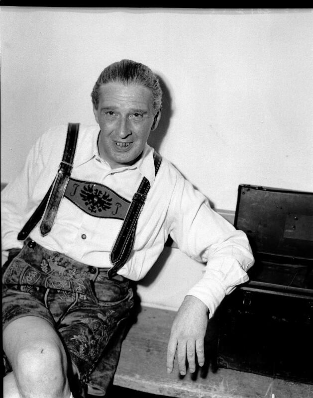Julius Patzak am 7.8.1947 in der Garderobe des Salzburger Festspielhauses©Bildarchiv Austria, ÖNB