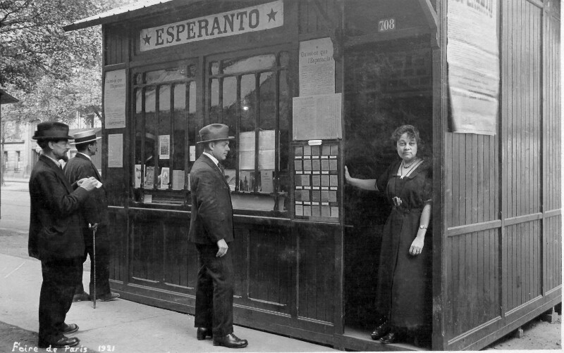 Esperanto-Stand auf der Pariser Messe 1921