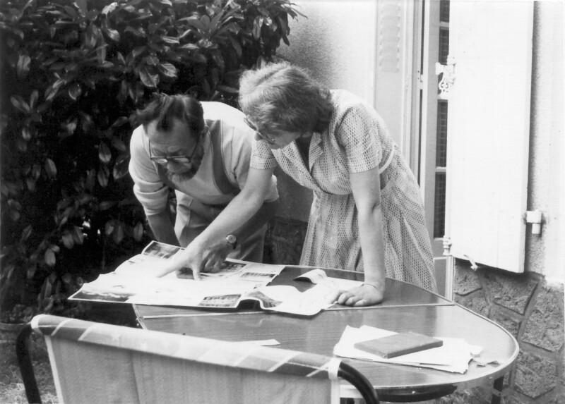 "George Lagrange und Suzanne Bourot im Esperanto-Kulturzentrum ""La Kvinpetalo"", Bouresse um 1990"