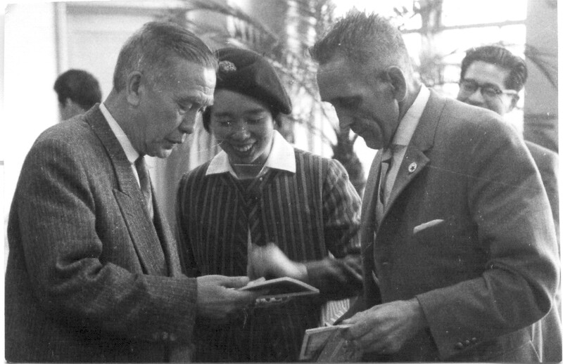 Yoshiko Kajino und E. Zilles beim Empfang durch Bürgermeister Usui, Amagasaki 1961