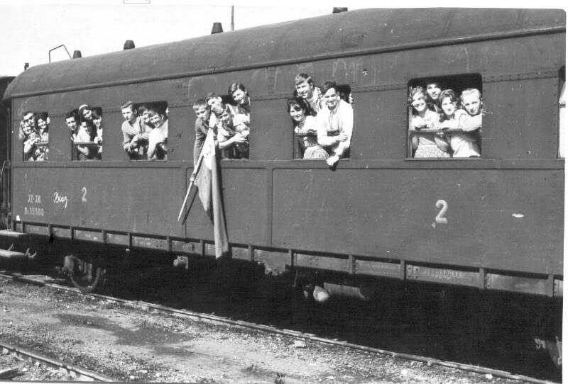 Die 2. Esperanto-Arbeitsbrigade vor der Abfahrt aus Belgrad, 1960