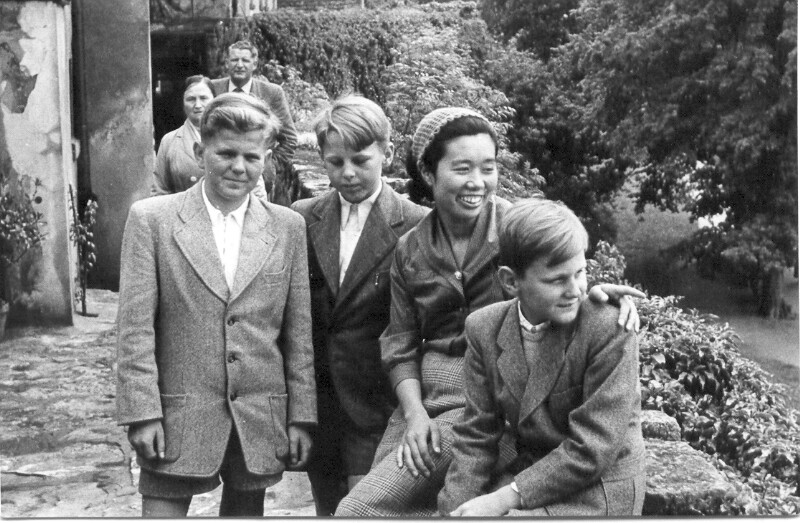 Yoshiko Kajino mit deutschen Freunden, Crailsheim 1957