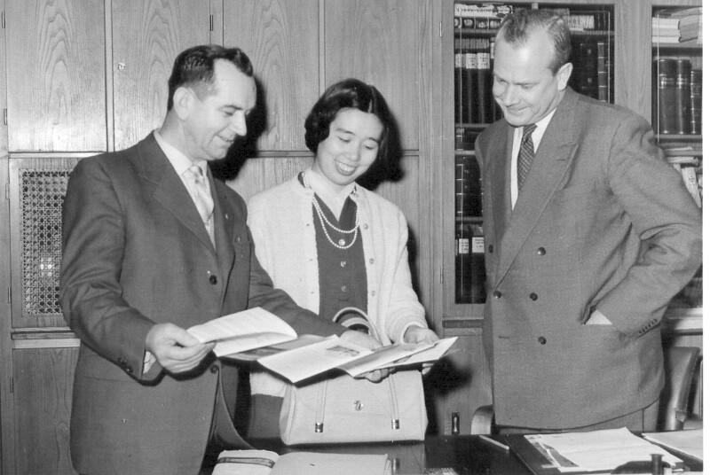 Fritz Walter Poppeck und Yoshiko Kajino bei Bürgermeister Braun, Oberkirch um 1960