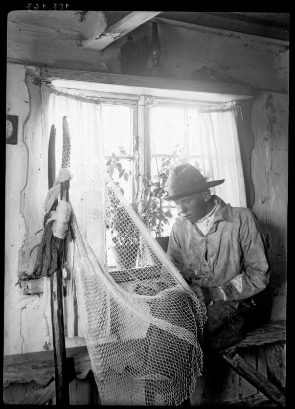 Fischer beim Netze flicken