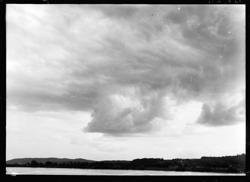 Wolkenstimmung über einem See