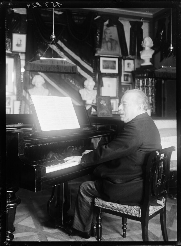 Bildnis Alfred Grünfeld am Flügel