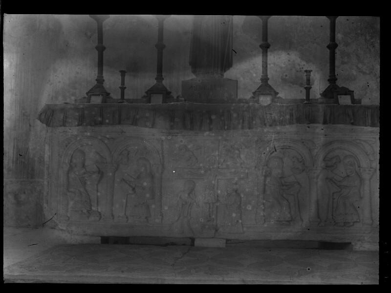 Seitenaltar in der Krypta von San Zeno Maggiore in Verona, Italien