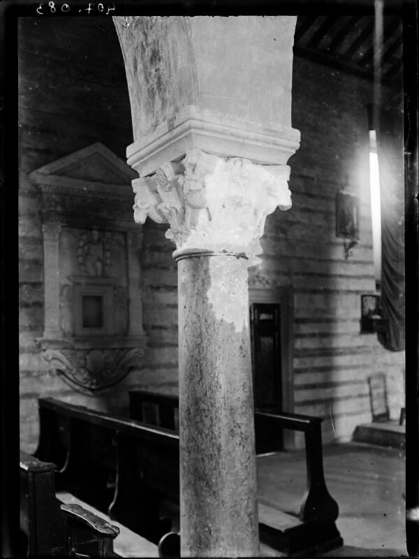 Säulenkapitell in San Giovanni in Valle in Verona, Italien
