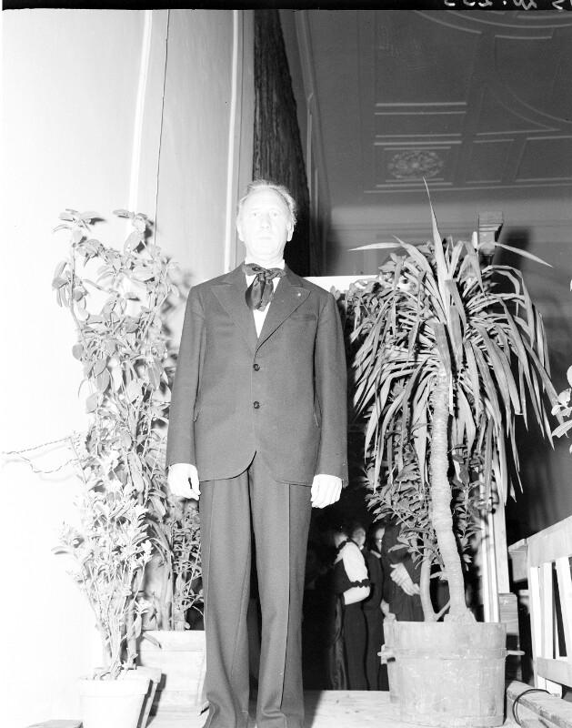 Vor einem Konzert in der Aula academica bei den Salzburger Festspielen am 3.8.1947©Bildarchiv Austria, ÖNB