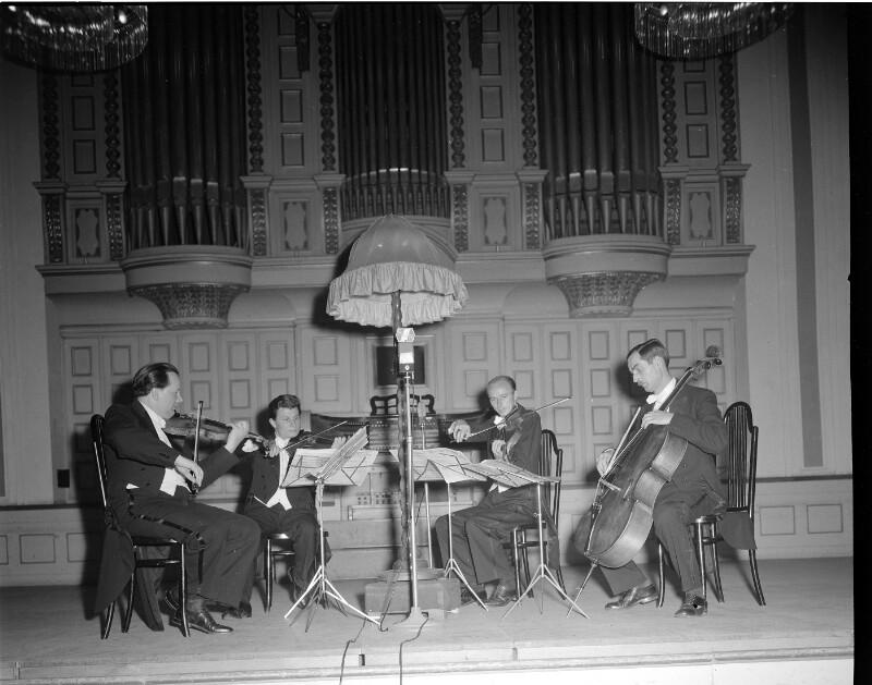 Kammerkonzert mit dem Végh-Quartett (Sándor Végh 1. von links) bei den Salzburger Festspielen 1948©Bildarchiv Austria, ÖNB