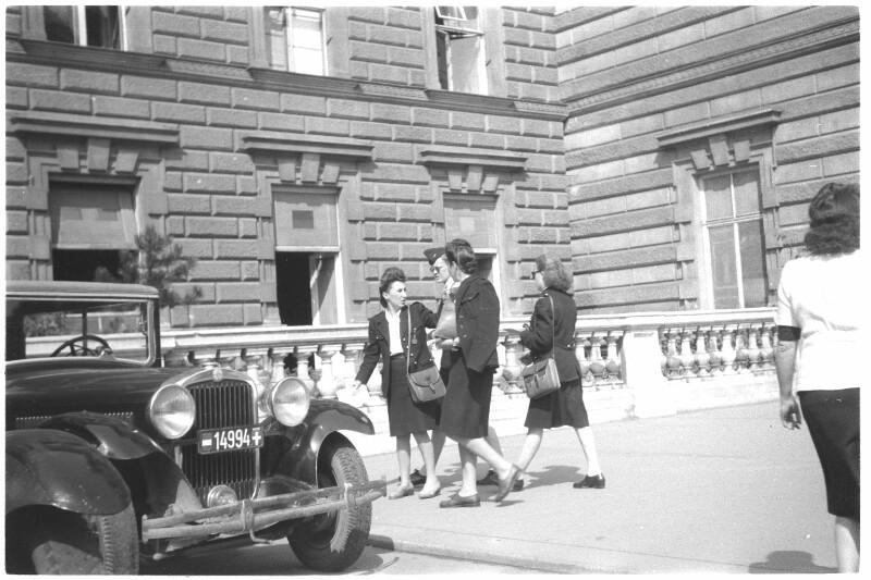 Französinnen in Uniform