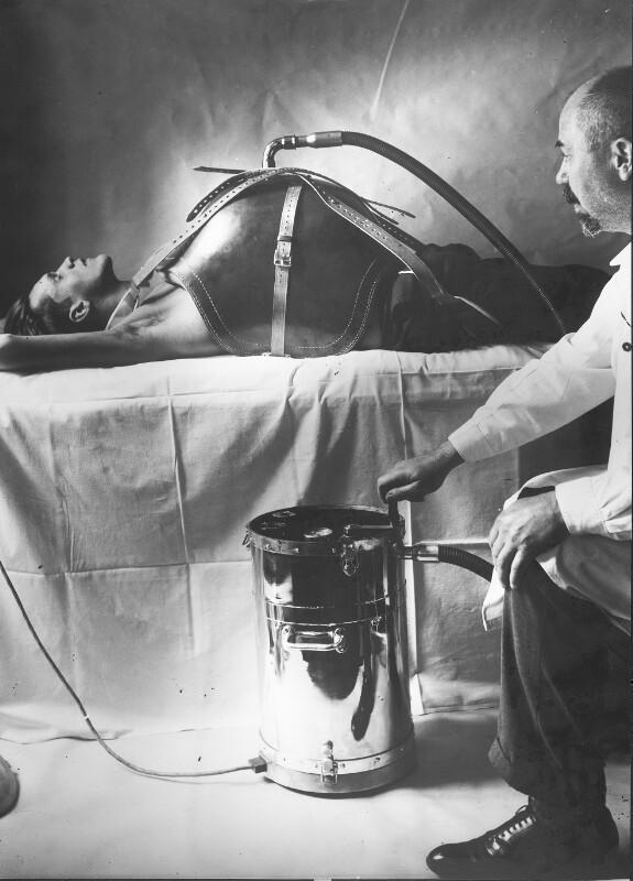 """Rudolf Eisenmenger mit seinem """"Biomotor"""""""