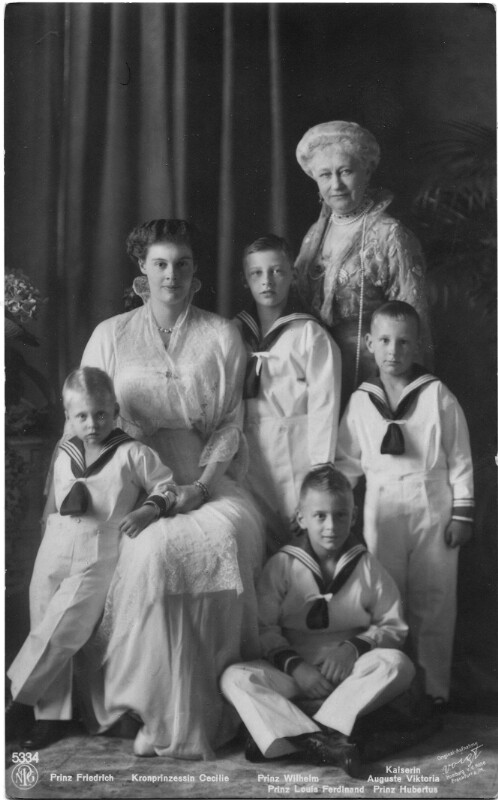 Kronprinzessin Cecilie mit ihren Kindern