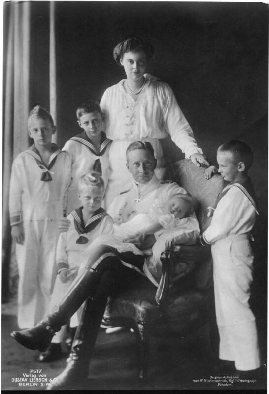 Kronprinz Wilhelm im Kreis seiner Familie
