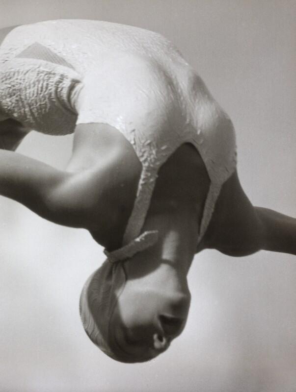 Dorothy Poynton beim Sprung