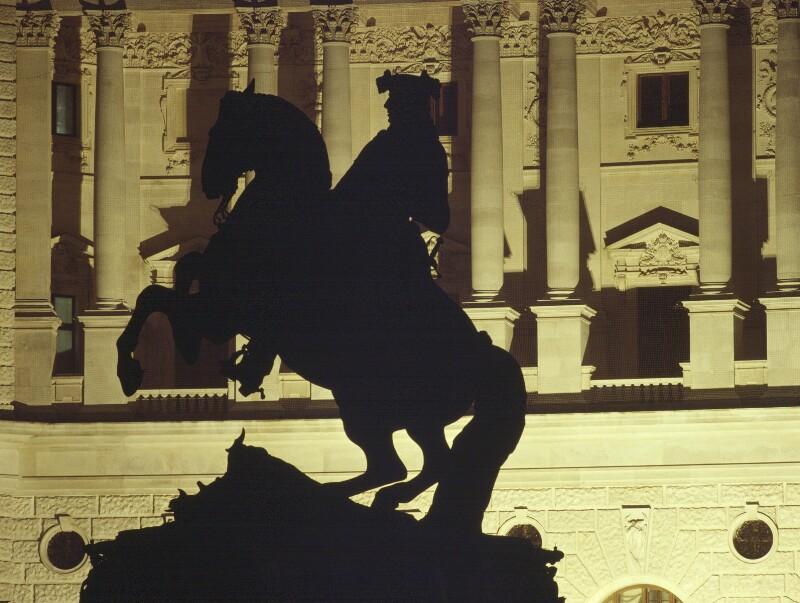 Neue Hofburg mit Denkmal Prinz Eugen