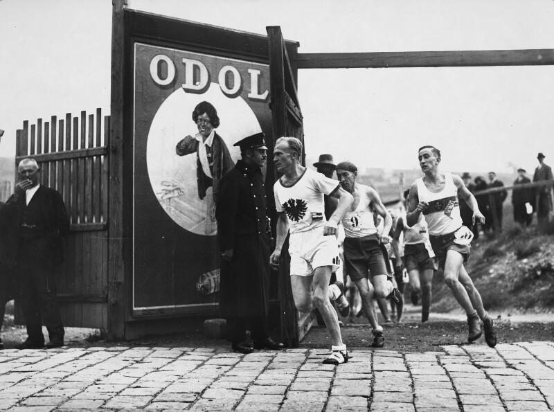 Start zum Marathonlauf auf dem Sportklubplatz in Wien-Dornbach