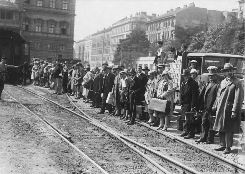 Abfahrt in die Ferien vom Wiener Franz-Josefs-Bahnhof