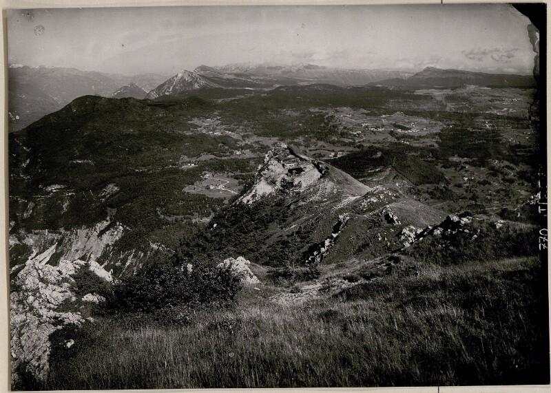 Artillerie-Beobachtungsstand Pisnaknott mit Panorama Cima di Vezzena-Lusern;