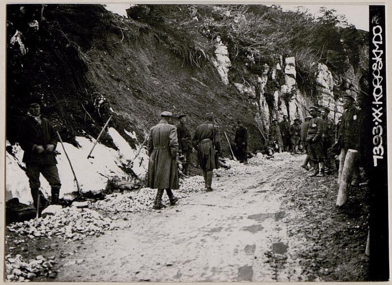 Russische Kriegsgefangene bei der Arbeit auf der Strasse Folgaria-Sebastiano
