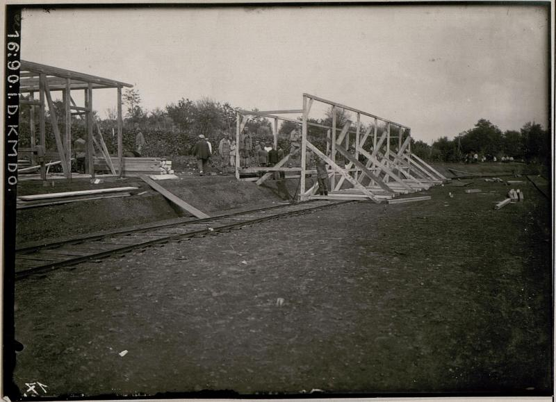Bau der Feldbahn bei Comen