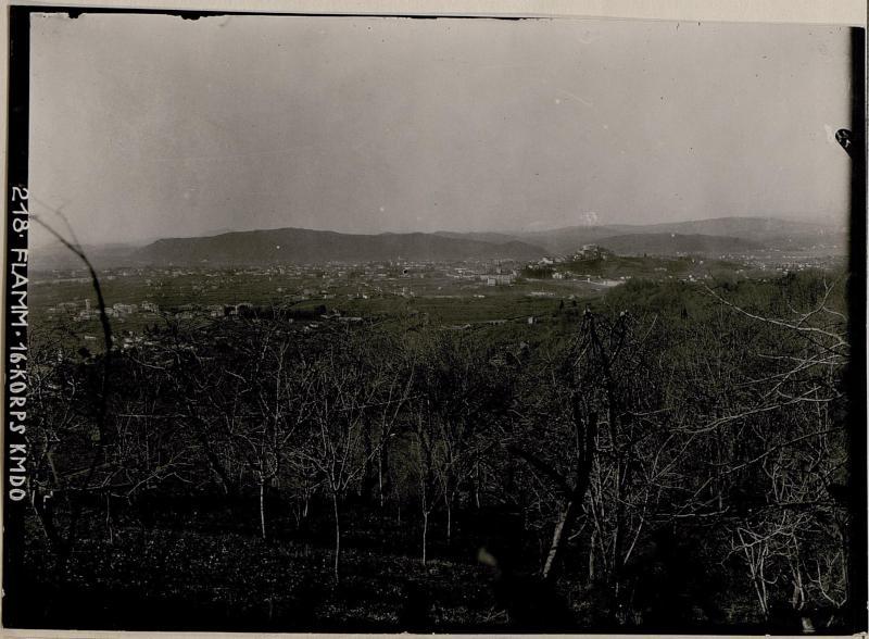 Blick vom Artilleriebeobachter aus gegen Görz-; Brückenkopf, Podgora und feindliches Gebiet
