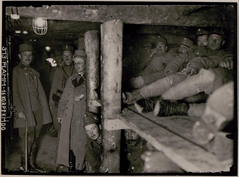 Innenraum einer Kompanie-Caverne auf dem Kalvarienberg; Abschnitt Podgora-Süd
