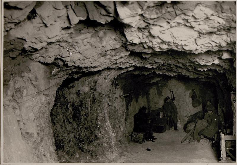 Caverne in der vordersten Stellung am Monte Sabotino