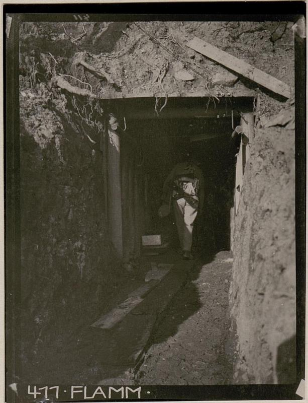 Caverneneingang zum Verbandsplatz im Abschnitt Podgora-Süd